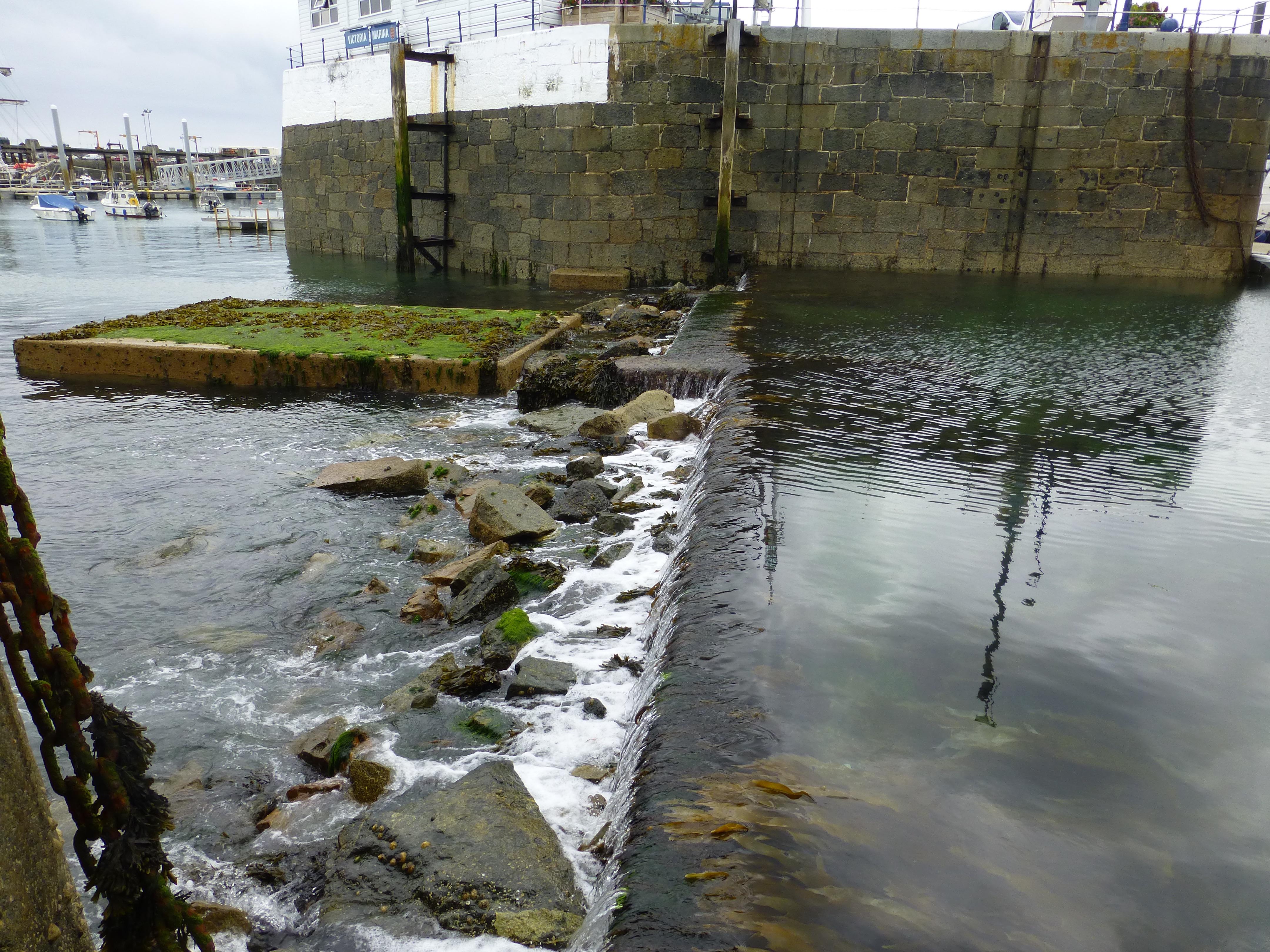 Billede taget inde fra havnen ved næste lavvande.