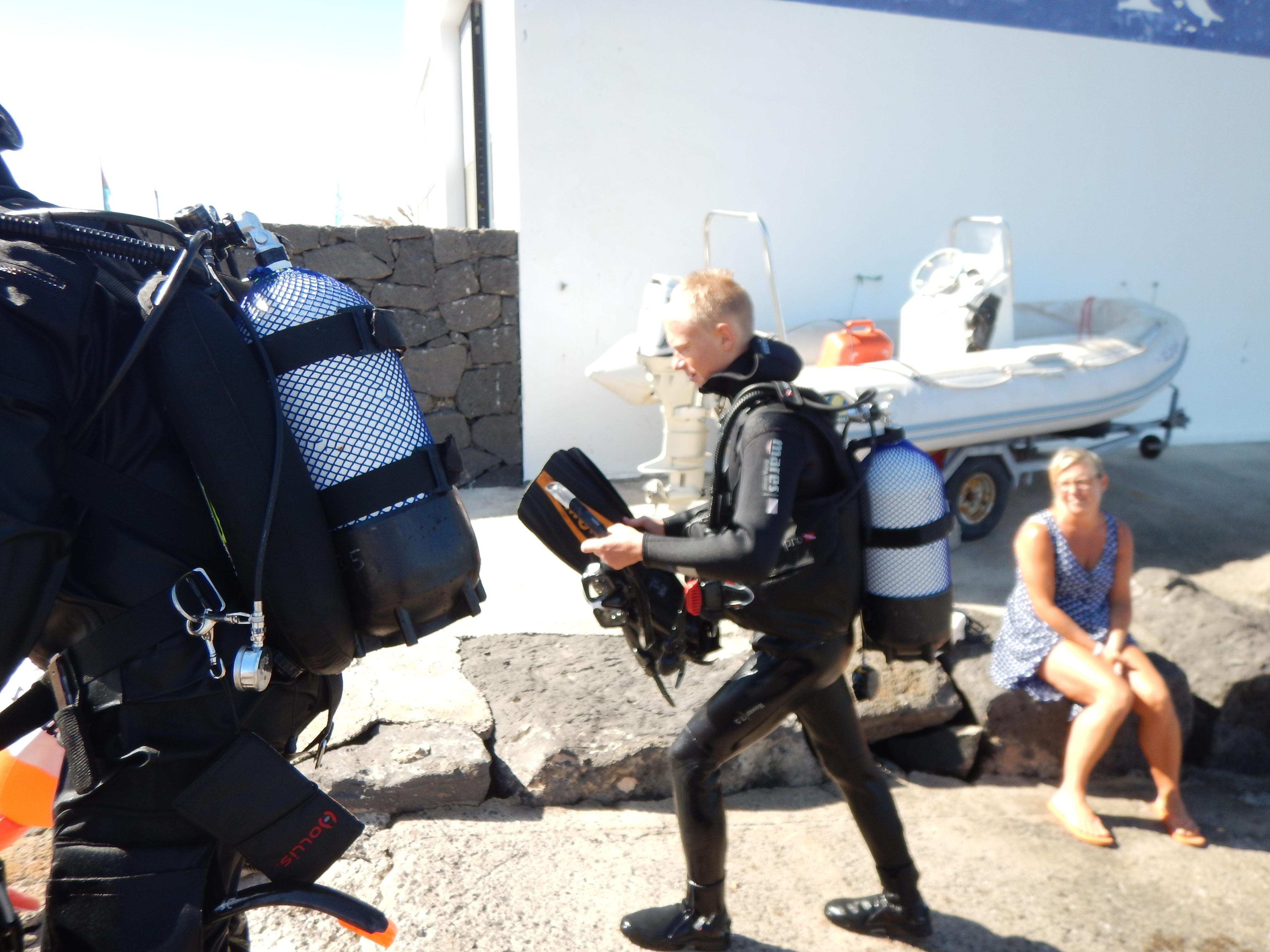 Dykkerelev på vej op efter første dyk.