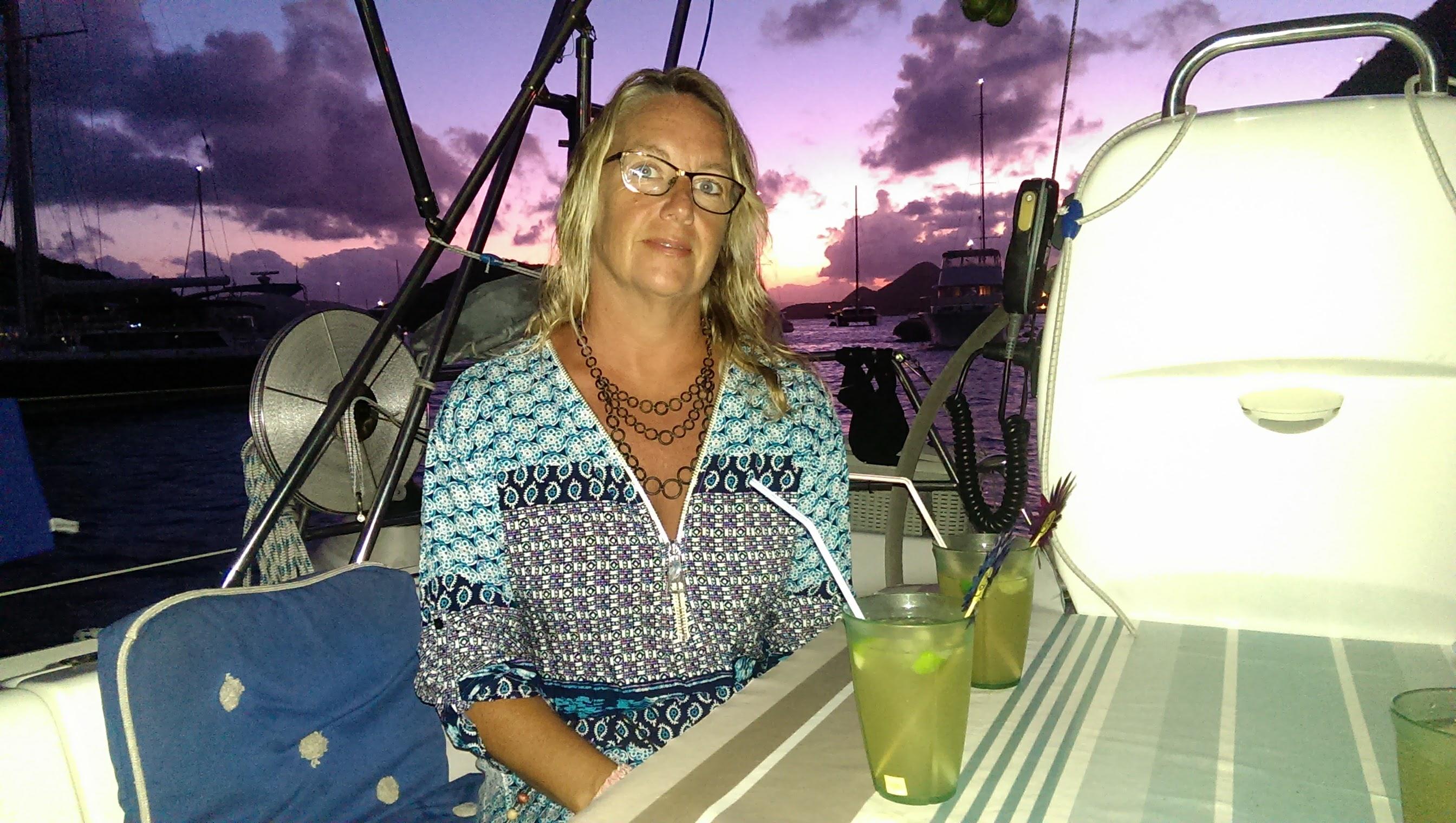 Den smukke skipperinde nyder en Dark og Stormy på hendes fødselsdag.